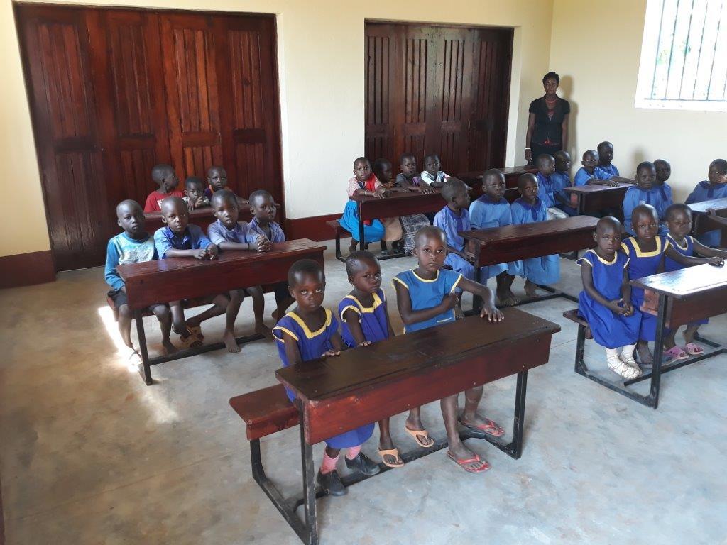 Classroom 2 with desks
